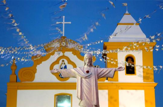 o-que-fazer-em-arraial-dajuda-igreja
