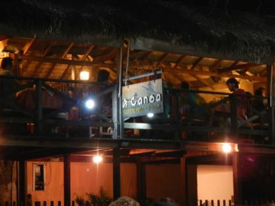 onde-comer-nos-lencois-maranhenses-canoa