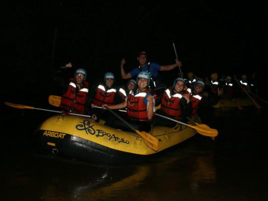 onde-se-divertir-em-brotas-rafting-noturno