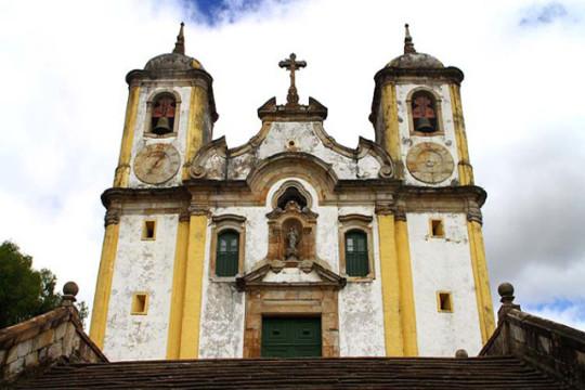 clima-e-quando-ir-para-ouro-preto-igreja